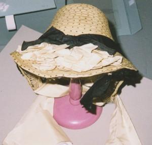 1868-31 bonnet